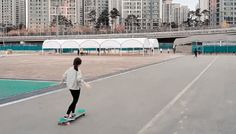 Ko Hyojoo combined the graceful finesse of dancing and the balanced skill of longboarding to produce an impressive video sequence. The moment she takes off across the grey pavement, Hyojoo demonstrates an incredible amount of control as she fluidly twirls atop her moving board. The young woman and her longboard working in harmony to create an entirely new breed of dancing that adds a healthy dose of whimsicality to the otherwise ordinary surroundings. One can only imagine the skill that's…