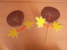 La Castanyada. Material :  -Paper -Pintura -Pals Fall Crafts, Crafts For Kids, Arts And Crafts, Diy Crafts, Autumn Activities, Working With Children, Autumn Theme, Paper Gifts, Clip Art