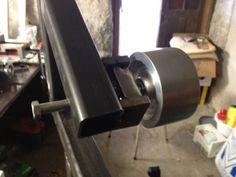 Tracking wheel belt grinder