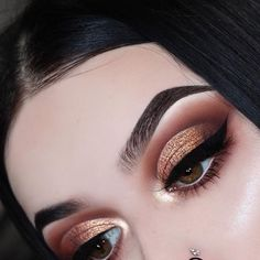 Gorgeous Makeup: Tips and Tricks With Eye Makeup and Eyeshadow – Makeup Design Ideas Glam Makeup, Eye Makeup Glitter, Eye Makeup Tips, Cute Makeup, Gorgeous Makeup, Makeup Goals, Makeup Inspo, Eyeshadow Makeup, Makeup Inspiration