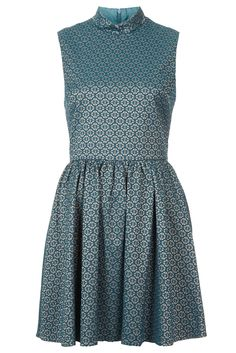 #TopshopPromQueen My absolute favourite piece in the new Topshop collection! I love the colour scheme and the narrowness at the waist before flaring out - very flattering! The pattern is so pretty; opulent without being over the top.