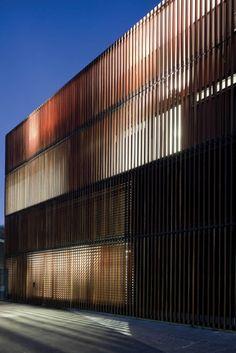 Giant Timber Screen
