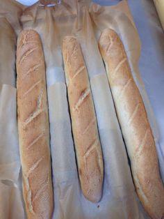 Buongiorno, la ricetta di oggi e' un pane fragrante *Baguette*   http://www.chefrobertomaurizio.com/?p=704   #robertomaurizio #chef #milano #ricetta #ricette #pane #baguette #lievito