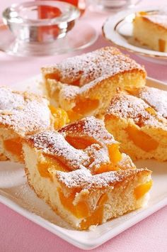 Broskyňová bublanina Looks Yummy, Sweet Tooth, French Toast, Bakery, Good Food, Food And Drink, Sweets, Cookies, Breakfast