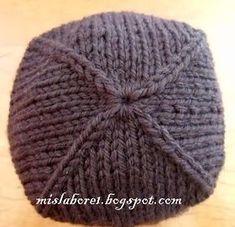 ¿Qué os parece este gorrito que hice ayer . Está realizado de dos colores  de lana en punto jaquard. El motivo es bastante fácil para los qu. c0056792da2