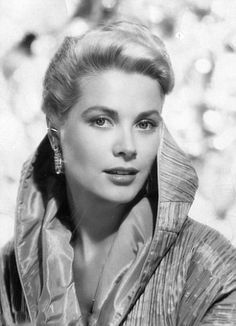 Grace Kelly (Grace Patricia Kelly) (born in Philadelphia (Pennsylvania, USA) on November 1929 – died in Monaco on September Hollywood Icons, Old Hollywood Glamour, Hollywood Stars, Classic Hollywood, Hollywood Photo, Vintage Hollywood, Divas, Lauren Bacall, Timeless Beauty