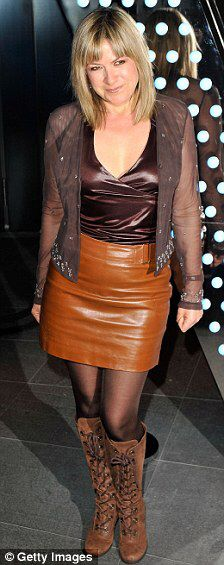 Penny Smith, used to love her GMTV. Keira Knightley Body, Penny Smith, Hot Poses, Tv Girls, Skirts With Boots, Tv Presenters, Celebs, Celebrities, Skirt Fashion