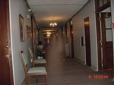 Phantoms and Monsters A Bloody Past Haunts The Jerome Grand Hotel Ghostly Apparition, Activity Probed at Northern Virg. Scary Ghost Pictures, Creepy Ghost, Ghost Images, Ghost Photos, Haunted Pictures, Ghost Ghost, Creepy Pics, Creepy Stuff, Real Haunted Houses