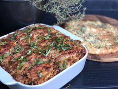 Macaroni+ovenschotel+met+gehakt,+kruidige+tomatensaus+en+kaas Spatzle, Macaroni Pasta, Mac And Cheese, Food Videos, Italian Recipes, Slow Cooker, Food And Drink, Pork, Yummy Food
