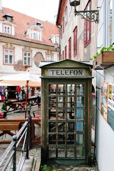Vintage Phone Booth Cesky Krumlov | Entouriste