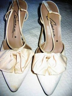 CARESSA CREAM COLORED SUEDE SLING BACK SHOES!