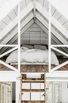 """theglossiernerd: """"""""photo credit Tifforelie """" """" I've always liked the idea of a bedroom loft. Maybe it's because a loft can feel more secluded than a normal room. Regardless, this loft bedroom is. Attic Loft, Loft Room, Bedroom Loft, Cozy Bedroom, Attic Office, Attic Stairs, Mezzanine Bedroom, Attic House, Attic Playroom"""