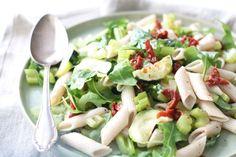 Frisse pastasalade – 5 OR LESS | Chickslovefood.com | Bloglovin'