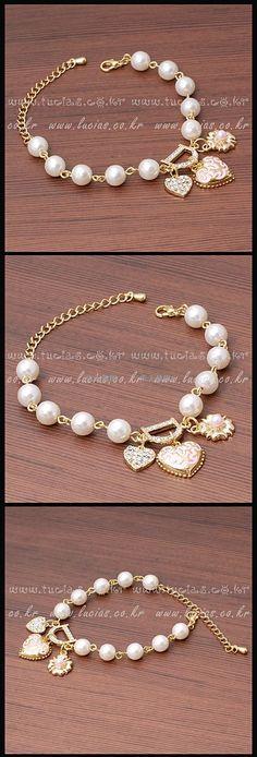 Beautiful pearl beads bracelets.
