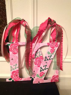 Delta Zeta Greek Sorority hand-painted decorative wall letters. This is perfect for RUSH, big lil sis, dorm room, apt., gift or just for yourself. Greek Licensed.