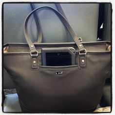 The cell pocket in the front of the Fashion Editor can fit a Nook! - www.mythirtyone.com/racheln