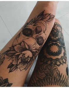 Skull Tattoos for Females: Skull Tattoos are also gaining popularity among women and men. Both sexes like skull tattoos to ink on their bodies. Tattoo Fairy, Mädchen Tattoo, Body Art Tattoos, Girl Tattoos, Tatoos, Manga Tattoo, Female Leg Tattoos, Leg Tattoos For Women, Tattoo Shading