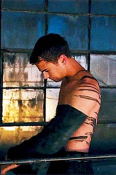 """29 Extremely Important Reasons To Go See """"Divergent"""""""