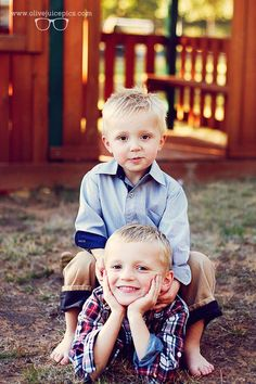 Children Photography - Child Poses - Natural Light Photography - Olive Juice Photography Oklahoma - Outdoor Photography - Sunset Photography - Brothers