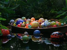 Over the course of his career, Dale Chihuly has absolutely revolutionized the art of glass blowing, moving it into the realm of large-scale sculpture, and estab Dale Chihuly, Sculpture Art, Sculptures, Sculpture Garden, Glass Floats, Glass Installation, Glass Garden, Stained Glass Art, Glass Globe