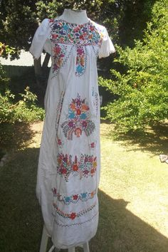 The Bouquet Dress- Vintage 70s Floral Embroidered Mexican Oaxacan Hippie Boho Festival Maxi Dress S M