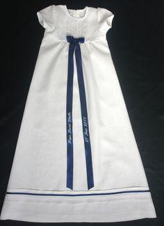 Grace of Swedens vackra dopklänning Tradition Marin av lin i högsta klass. Christening gown