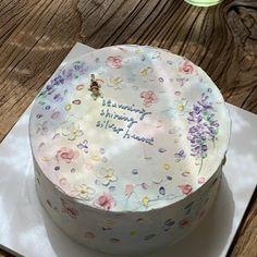 Pretty Birthday Cakes, Pretty Cakes, Beautiful Cakes, Amazing Cakes, Cake Birthday, Mini Cakes, Cupcake Cakes, Pastel Cakes, Bolo Cake