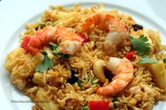 Thai Pineapple Fried Rice, Thai Fried Rice, Shrimp Fried Rice, Roasted Chicken And Potatoes, Whole Roasted Chicken, Thai Recipes, Crockpot Recipes, Thai Tom Yum Soup, Steak And Lobster