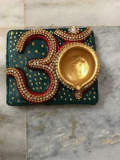 Kalash Decoration, Diwali Decoration Items, Thali Decoration Ideas, Diy Christmas Decorations Easy, Festival Decorations, Diya Designs, Rangoli Designs Diwali, Diwali Diya, Diwali Craft