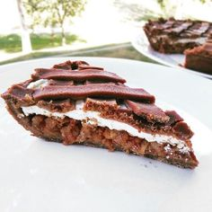 Fitness jablkový koláč s tvarohem - zdravý recept Bajola Healthy Deserts, Healthy Cake, Sweet Desserts, Sweet Recipes, Good Food, Yummy Food, Food Hacks, A Table, Cookie Recipes