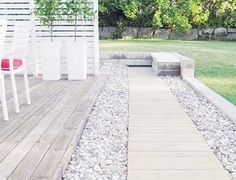 white fence cedar wood accents, grey stones and concrete with clean lines. Outdoor Rooms, Outdoor Gardens, Pergola, Landscape Plans, White Gardens, Outdoor Landscaping, Diy Garden Decor, Garden Paths, Garden Inspiration
