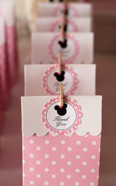 Minnie Mouse party favor bags #minniemouse #partyfavors