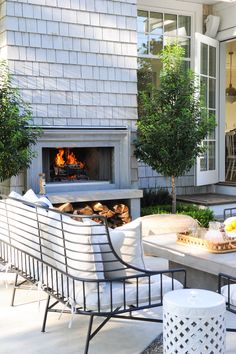 30 Pretty Seating Area Ideas With Outside Fireplace - Outdoor decorations can make for a tough decision when searching for something to add to a garden or patio as the addition should complement the decor. Interior Exterior, Exterior Design, Outdoor Rooms, Outdoor Living, Outside Fireplace, Brick Patios, Outside Living, Relax, Outdoor Fireplaces