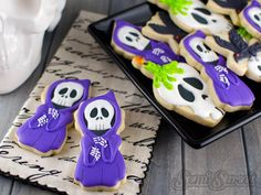 A step-by-step tutorial on how to make these Halloween Grim Reaper Cookies by Semi Sweet Designs (gnome) Halloween Biscuits, Halloween Cookie Recipes, Cookie Recipes For Kids, Halloween Cookie Cutters, Halloween Sweets, Halloween Cookies, Easy Halloween, Cookie Ideas, Halloween Foods