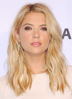 ashley-benson-pretty-little-liars-at-paleyfest-2014_4.jpg (1280×1752)