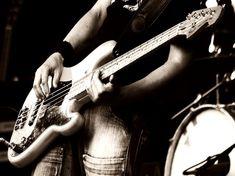 bass-player.jpeg (800×598)