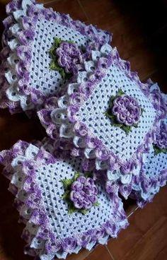 Crochet Cushion: Step by Step + 38 Photos Granny Square Crochet Pattern, Crochet Flower Patterns, Afghan Crochet Patterns, Crochet Squares, Crochet Motif, Crochet Designs, Crochet Doilies, Crochet Flowers, Crochet Cushion Cover