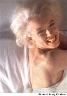 Douglas Kirkland - Marilyn Monroe - November 1961 - photosession for An Evening With Marilyn Hollywood Glamour, Old Hollywood, Angelina Jolie, Norma Jean Marilyn Monroe, Marilyn Manson, Actrices Hollywood, Norma Jeane, The Victim, Most Beautiful Women