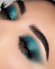 Wonderful Prom Eye Makeup Looks - makeup - Wonderful Prom Eye Makeup Looks Here are wonderful prom eye makeup pictures. After checking them, you will get the most inspiration. You will be the superstar of prom night. Teal Makeup, Prom Eye Makeup, Kiss Makeup, Colorful Makeup, Makeup 2018, Makeup Goals, Makeup Inspo, Makeup Tips, Makeup Ideas