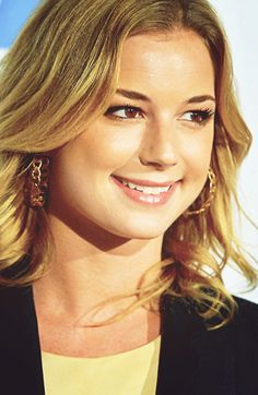 Emily VanCamp ► from  Port Perry, Ontario, Canada