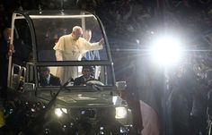 1 de 300  No pronunciamento marcado por citações da Bíblia e linguagem coloquial, o pontífice recorreu a uma gíria bem carioca - 'bote fé'- para conclamar o público a se engajar no cristianismo