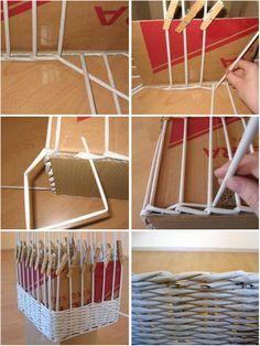 Košík pletený z papiera   Návod na pletenie košíka z papierových ruličiek Dyi, Diy And Crafts, Recycling, Container, Handmade, House, Ideas, Hampers, Paper Envelopes