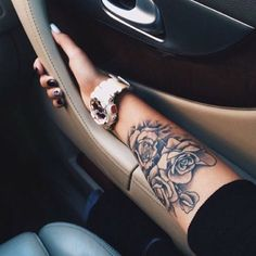Arm Tattoo, Rose Tattoo, Rose Arm Tattoo, Girly Tattoos - Tattoo ideen - Tattoo Designs For Women Girly Tattoos, Girly Arm Tattoo, Rose Tattoo On Arm, Trendy Tattoos, Body Art Tattoos, Tattoos For Guys, Cool Tattoos, Tatoos, Floral Tattoos