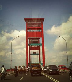 The AMPERA Bridge...*taken from the taxi's cabin :D