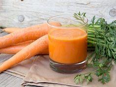 Juice av gulrot, eple, grønnkål(eller spinat) Ingredienser 225 g gulrøtter 2 kopper vann (400 ml) Saften fra en halv sitron 1/2 eple Grønnkål eller spinatblader, etter smak