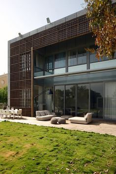 The House K project was completed by the Israeli based studio Auerbach Halevy Ar. The House K project was completed by the Israeli based studio Auerbach Halevy Architects. This three story contemporary home is located in a rural area in Israel. Residential Architecture, Amazing Architecture, Interior Architecture, Architecture Portfolio, Architect Design House, House Design, Precast Concrete Panels, Exposed Concrete, Design Exterior