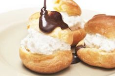 Foam rolls from potted dough - Schaumtollen aus Topfenteig - No Bake Treats, Yummy Treats, Sweet Treats, Yummy Food, Köstliche Desserts, Healthy Desserts, Cream Puff Recipe, Delicious Deserts, Best Food Ever