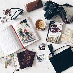 Let's travel ✈️ // No to w drogę! Pamiętacie jak dzięki Wam wygrałam międzynarodowy konkurs dla blogerek wnętrzarskich? Dziś odbieramy nagrodę. :) #mediolan#milan#milano#travel#packing#traveller#voyage#travelling#podróże#camera#enjoylife#moments#mornings#goodvibes#goodvibesonly#darlingweekend#darlingmovement#teatime#visualsgang#visualsoflife#rsa_ladies#nothingisordinary#vscotravel#vscogallery#vscodaily#passport#money#sunglasses#rayban#flatlay