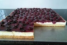 Kirsch - Schmand - Blechkuchen Recipe Database, Bavarian Recipes, Hungarian Recipes, Pie Town, Sour Cream Cake, Pampered Chef, Sweet And Salty, Carrera, Biscuits