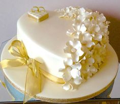 Cream and Gold - Cake by Alison's Bespoke Cakes